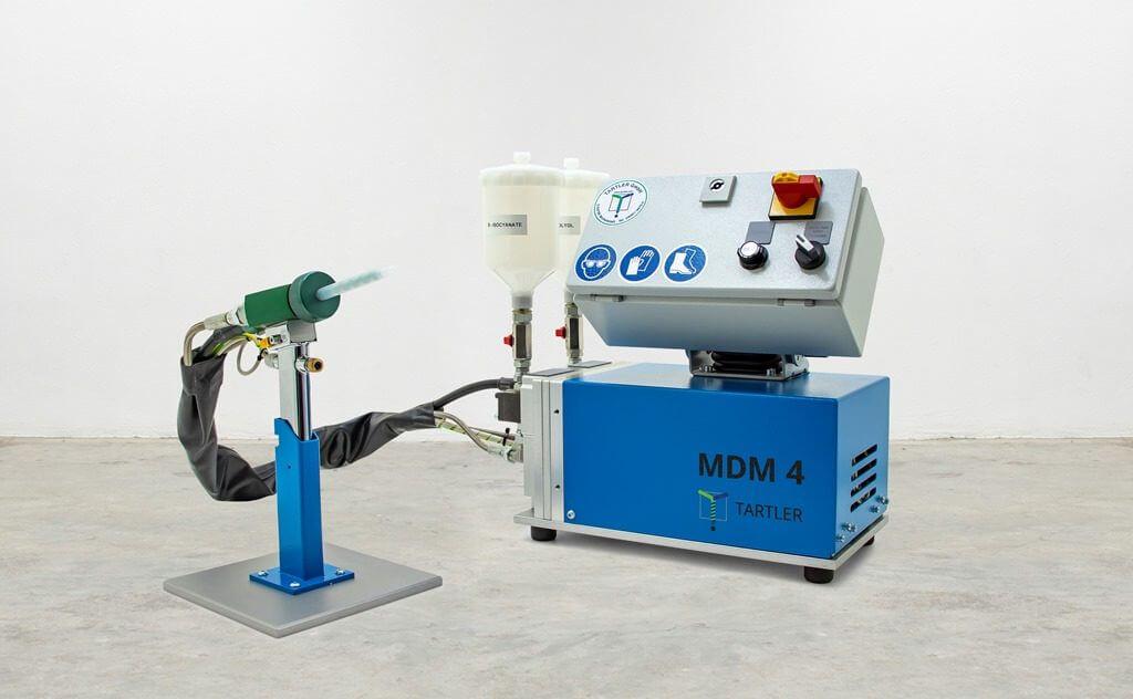 kompakte Dosier- und Mischanlage der MDM Baureihe für flüssige Kunstharze
